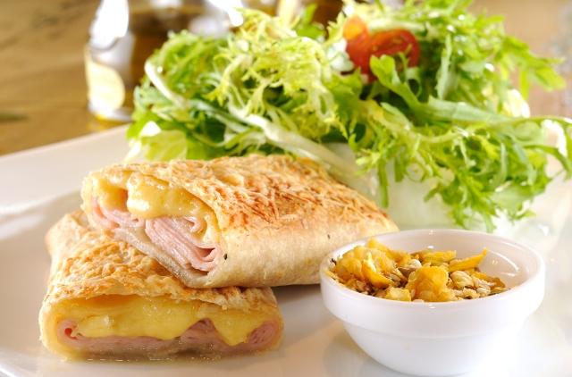 Ale Tedesco Bakery Shop Wrap Peito de Peru e queijo estepe
